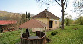 Дом на озере Перучац