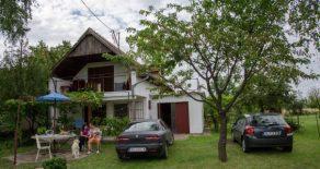 Дом около реки Тисса